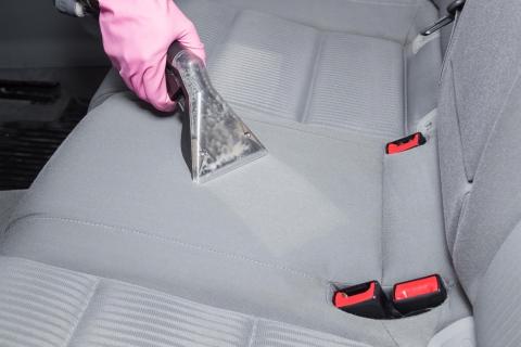 cuanto cuesta limpiar un coche por dentro